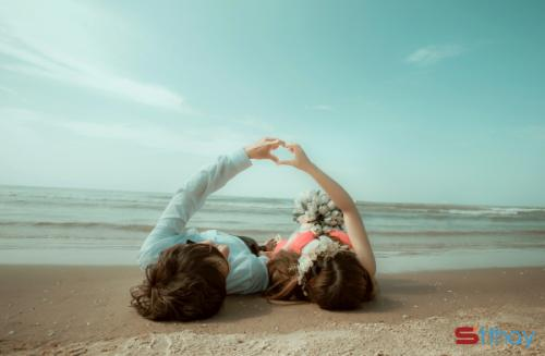 Stt tình yêu Tháng 3 đợi mùa, gió cuộn trong lòng những yêu thương