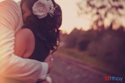 Những status xúc cảm - Em muốn được anh ôm từ phía sau