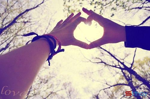 Status tình yêu Cảm ơn anh vì đã đến bên em và yêu em thật nhiều