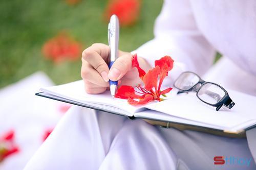 Stt tháng 5 về với màu đỏ thắm của hoa phượng khiến lòng ta không khỏi bồi hồi