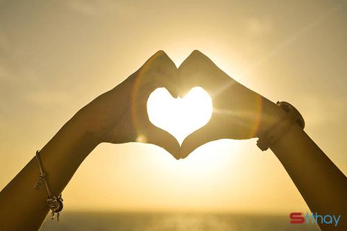 STT Tình yêu đủ hay không là do mỗi người cảm nhận