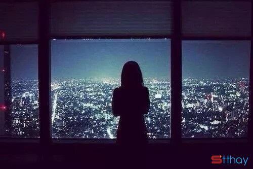 Đêm là lúc ánh mắt ta trông ngóng, là lúc đôi môi tắt những nụ cười, là lúc ta trở về gặm nhấm nỗi cô đơn buồn tủi, là lúc lạc lõng giữa bóng tối mênh mông…và là lúc không còn ánh sáng đẻ ngụy trang nữa, ta sống thật với chính mình. Ừ thì ra mình cô đơn đến thế…