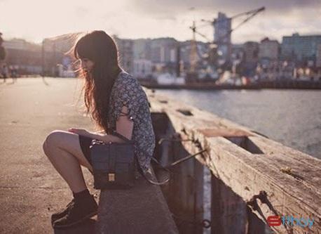 Stt đừng bỏ em một mình ở lại, đừng bỏ rơi em chống chọi với cô đơn, anh nhé