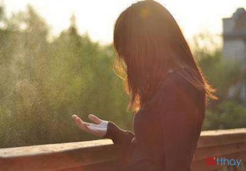 Stt lạc lõng cô đơn: giữa dòng đời cần lắm những yêu thương chân thành