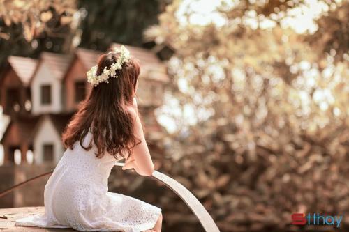 Status tâm sự Mệt mỏi rồi thì mở lòng đi em, vì con gái luôn cần được che chở