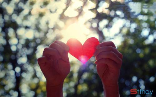 Status yêu thương dành Người ấy không yêu em, em vẫn hạnh phúc vì em xứng đáng với điều đó