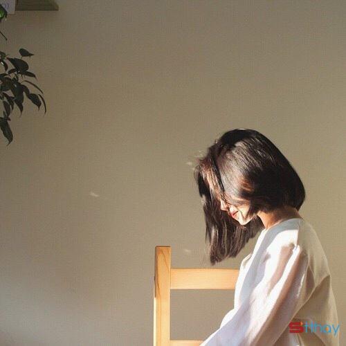 Status buồn Đàn bà từng trải, chọn im lặng nhìn đời, gom niềm riêng rất nhỏ giấu vào một góc suy tư…