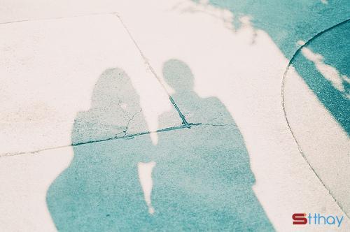 Status hay Có những ngày, yêu thương thì đến muộn, hạnh phúc thì lạc đường