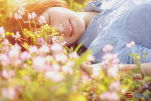 Stt nắng tháng năm buông những chùm hoa nắng rực rỡ khiến trái tim mỗi người rạo rực hè về