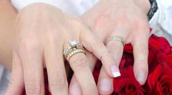 photo of wedding rings