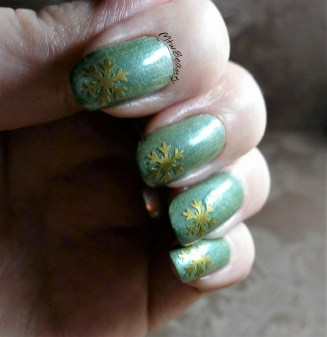 Mtk Design Ivy with gold Snowflakes