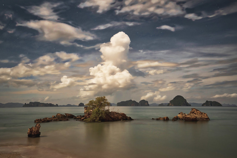 Thailand Deep into the Night – Stuck in Customs