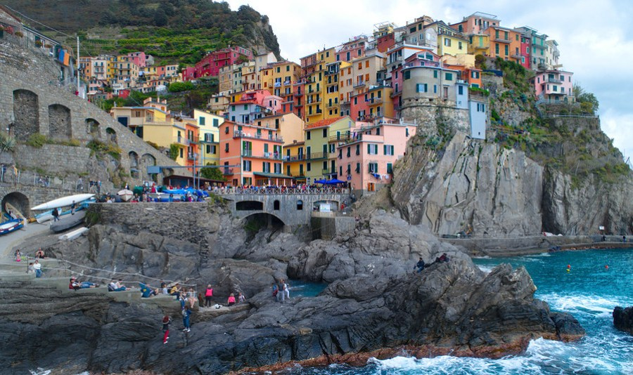 Manarola While Waiting on Pizza – Stuck in Customs