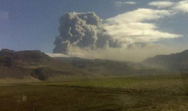The apocalyptic ash cloud from the Eyjafjallajokull eruption