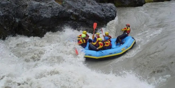 Rafting the rapids of Eastern Glacial River