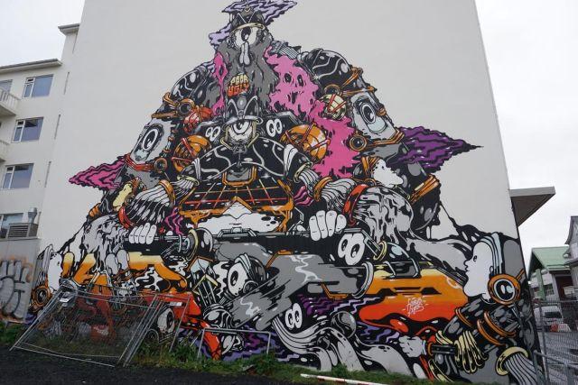 Sci-Fi Reykjavik grafitti image.