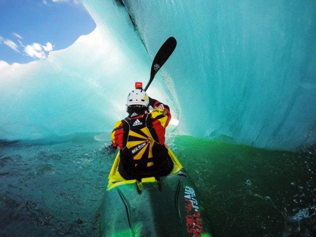 Kayaking in Iceland´s glacial lagoon.
