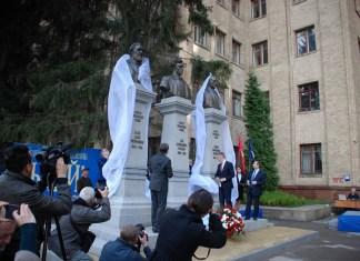 Возле ХНУ им.Каразина открыли три новых памятника (ФОТОрепортаж)