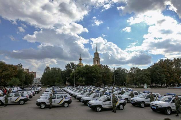 Полицейским прифронтовых областей передали внедорожники Renault Duster 4