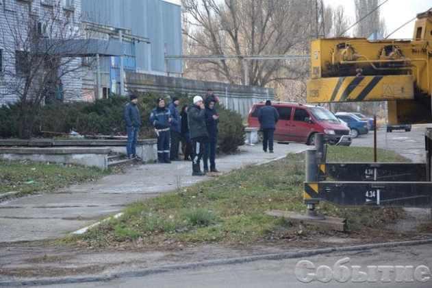 В Днепропетровской области сервисный центр МВД забрызгали 20 тоннами жидких фекалий 3