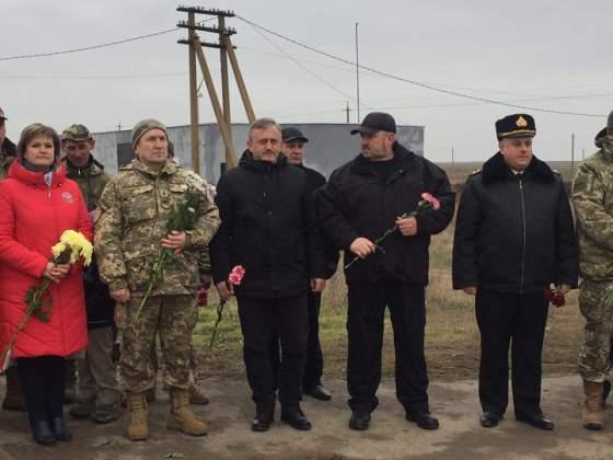 Возле админграницы с Крымом открыли памятник погибшим за Украину крымчанам 9
