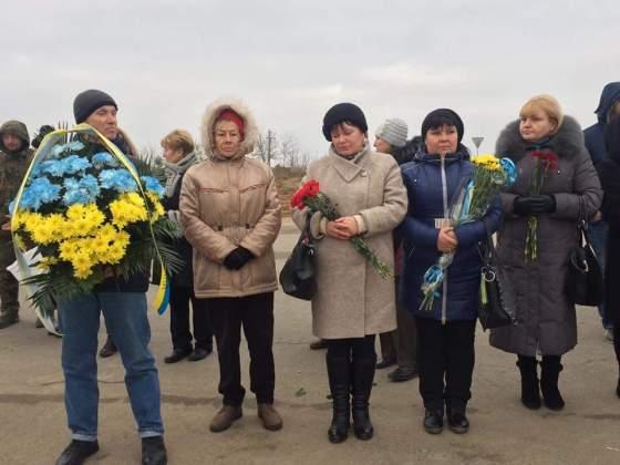 Возле админграницы с Крымом открыли памятник погибшим за Украину крымчанам 8
