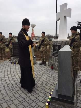 Возле админграницы с Крымом открыли памятник погибшим за Украину крымчанам 5