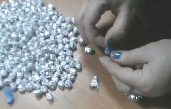 Правохранители Харькова задержали 20-летнюю девушку с 20 свёртками метадона