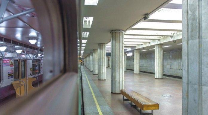 В харьковском метро мужчина упал на рельсы