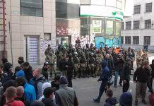 В центре Харькова произошли столкновения между протестующими и полицией