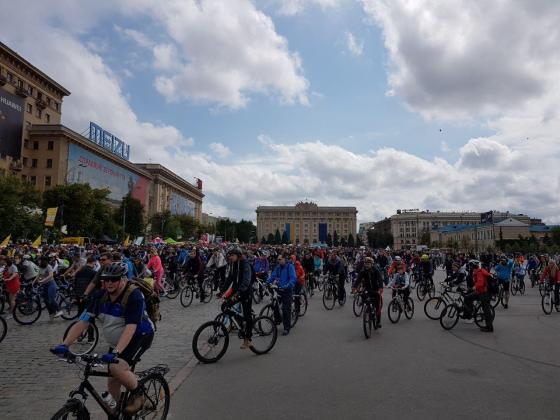 На площади Свободы состоялся флешмоб велосипедистов 2