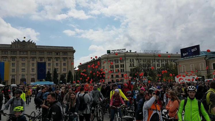 На площади Свободы состоялся флешмоб велосипедистов 5