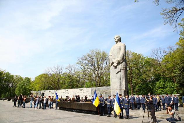 В Харькове состоялось возложение цветов по случаю Дня памяти и примирения 5