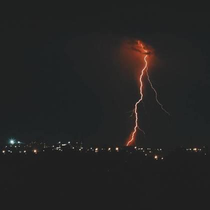Ночная гроза в Харькове: жители делятся эффектными фото бушевавшей стихии 1