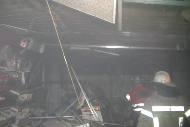 За выходные в Харькове подожгли магазин и аптеку 3