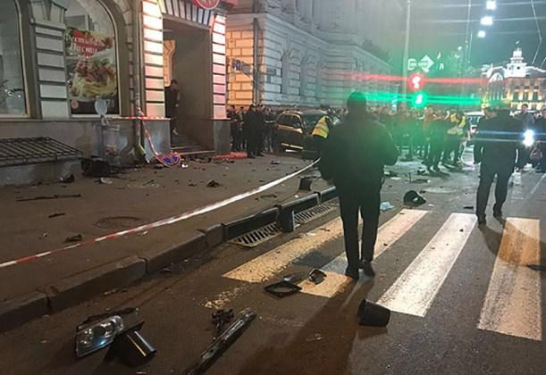 ДТП в центре Харькова: автомобиль влетел в толпу пешеходов 11