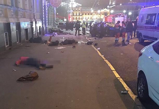 ДТП в центре Харькова: автомобиль влетел в толпу пешеходов 12