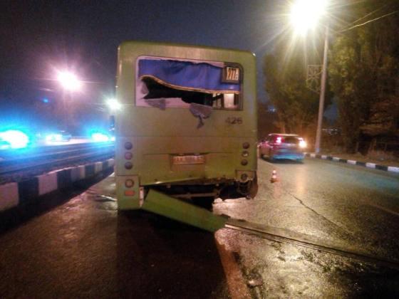 В результате столкновения двух автобусов в Харькове пострадали 11 человек 2