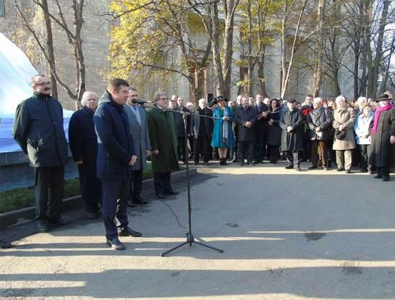 В Харькове открыли памятник Петру Гулаку-Артемовскому 2