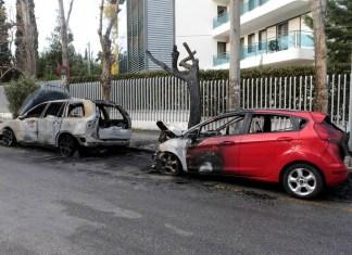 Прошедшей ночью неизвестные подожгли автомобили возле украинского посольства в Греции 1
