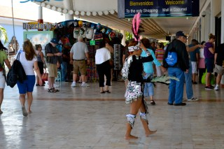 Circulation and Consumption: Transnational Mass Tourism in Cancun, Mexico