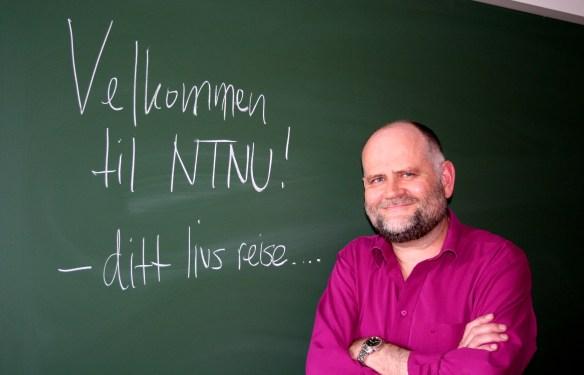 Professor i filosofi, Lars Johan Materstvedt, ønsker nye studenter velkommen til NTNU. Foto: Tine O. Fauskanger
