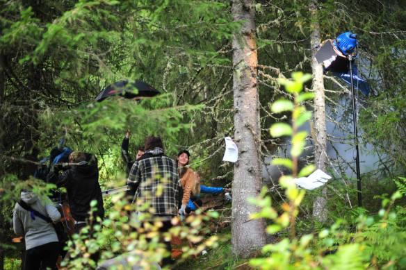 Foto: Ulrik Wigenstad Astrid og crewet på settet til masterfilmen Utburd.