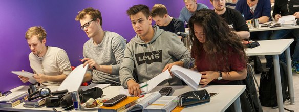 Realfagkurs_Klasserom_Undervisning_Studenter