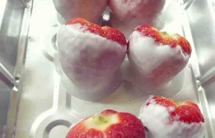 Yummy Frozen Yogurt Strawberries