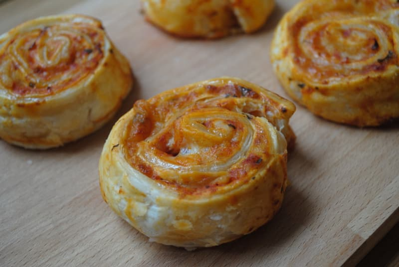 Simple Puff pastry pizza wheels