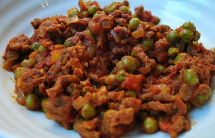 Super simple mince and vegetable curry