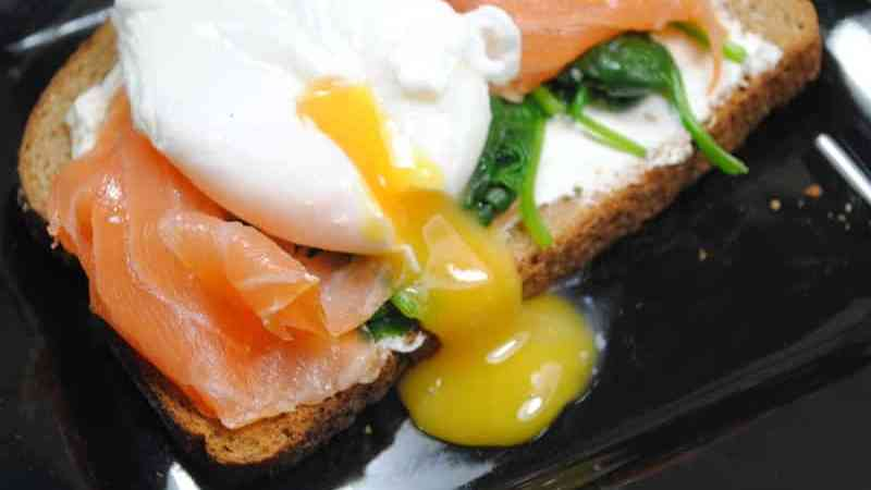 low-fat-salmon-spinach-and-poached-egg-recipe-1