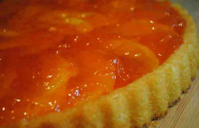 Peaches and jelly flan