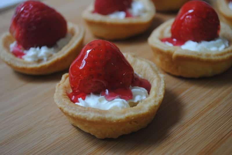 strawberry and cream tarts